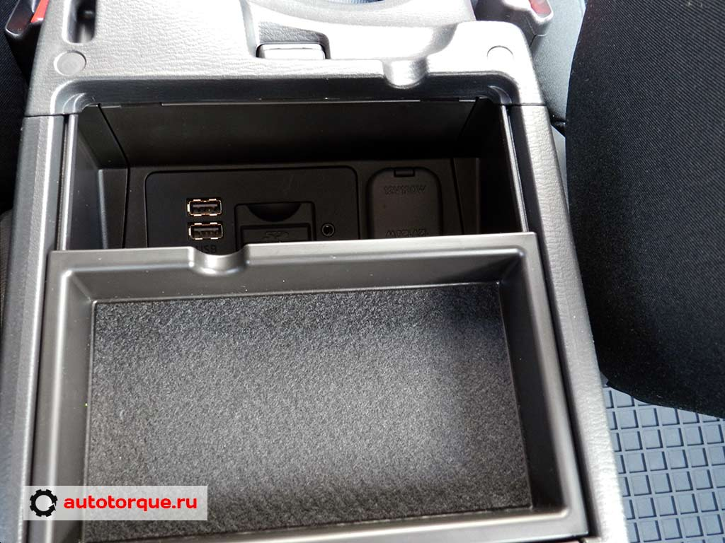 Mazda-3-BM-USB-консоль