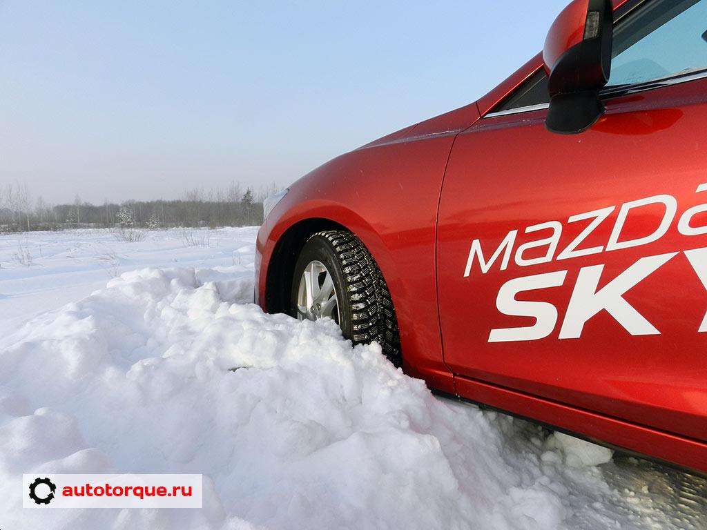 Mazda-3-BM-в-сугробе