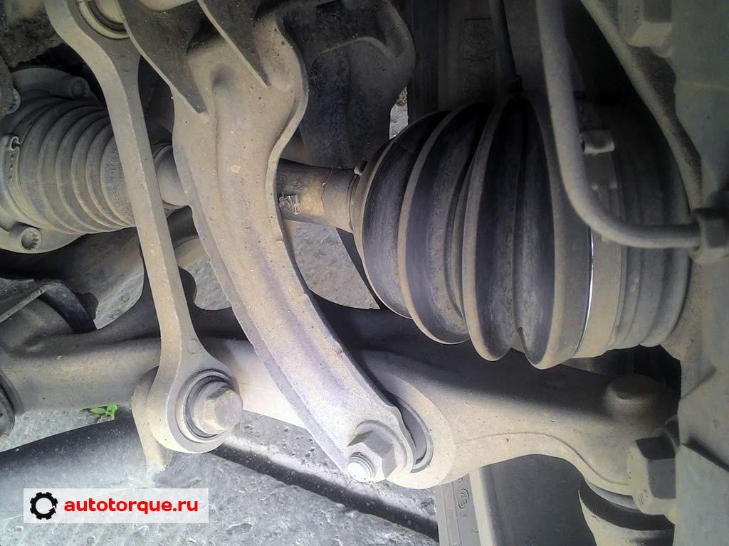 передняя-подвеска-нижний-рычаг-Volkswagen-Touareg-2