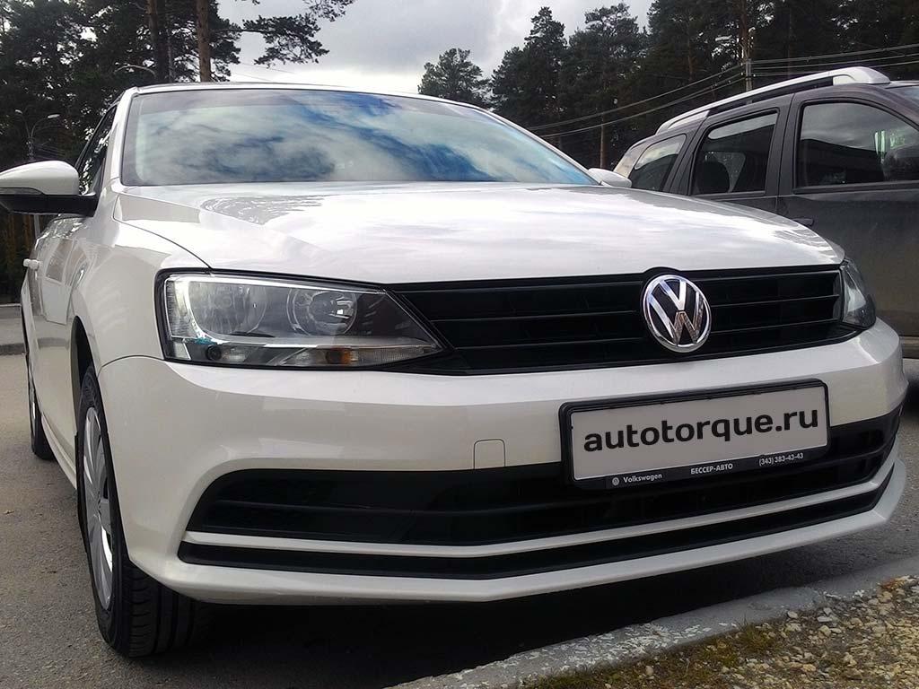 Volkswagen-Jetta-6-белая-спереди