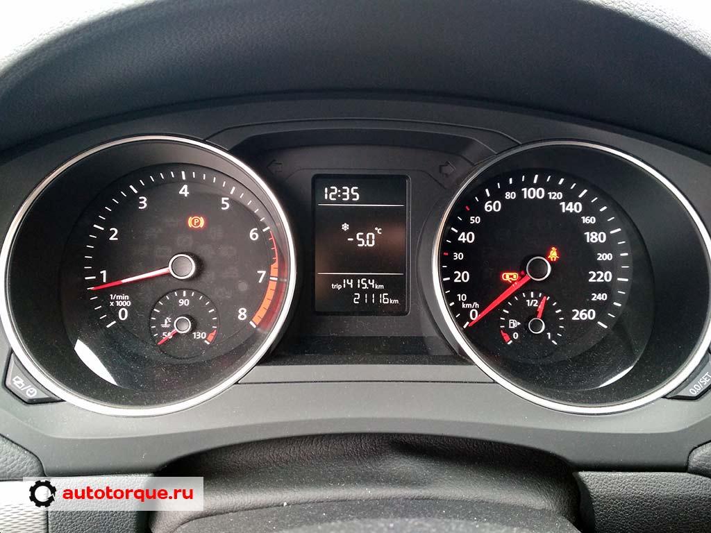 Volkswagen-Jetta-6-панель-приборов-Johnson-Controls