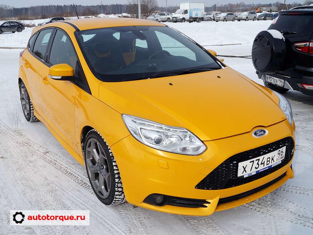 Ford Focus ST желтый