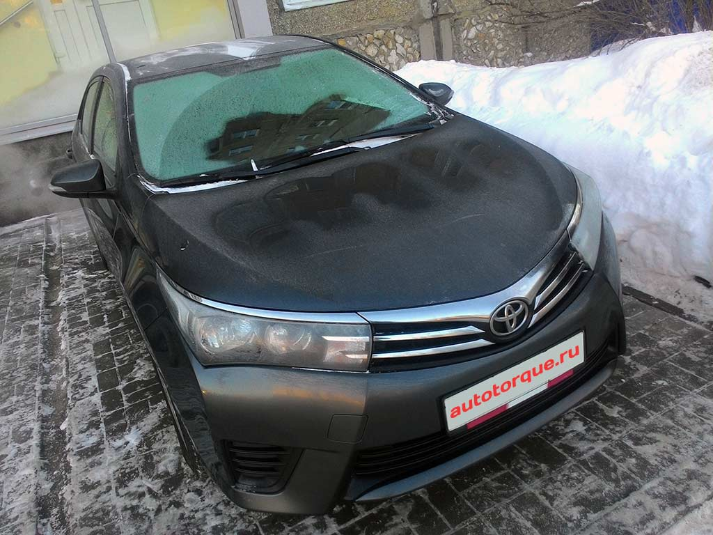 Toyota-Corolla-E180-на-парковке-2