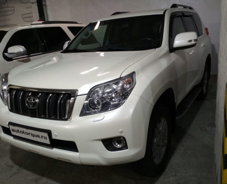 Toyota Land Cruiser Prado 150 на паркинге