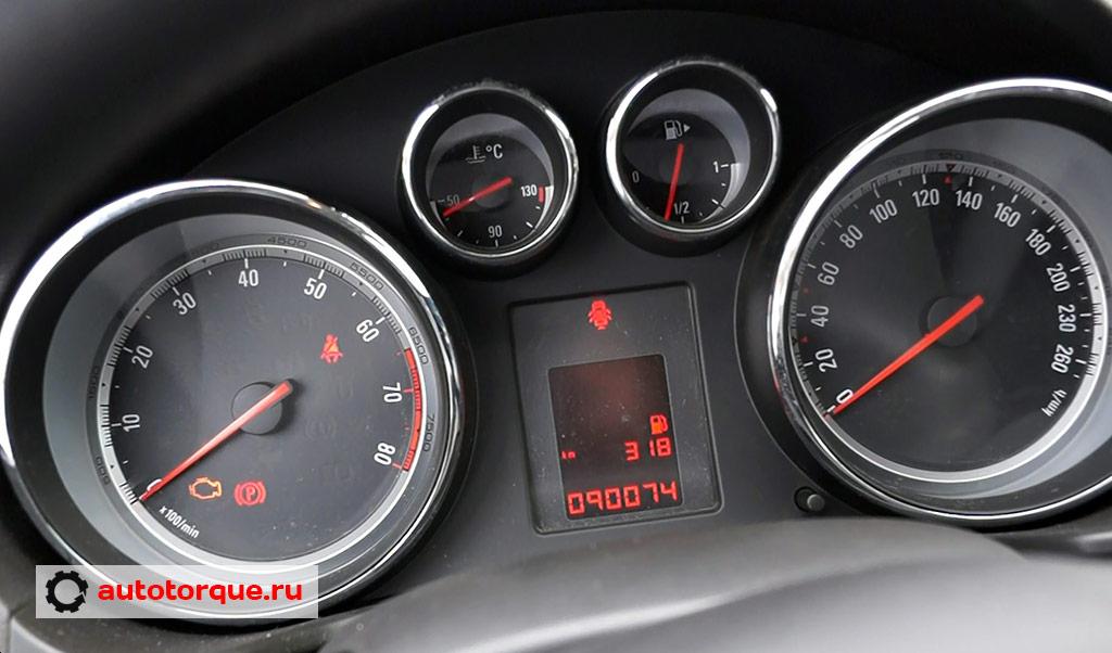 Opel Insignia панель приборов