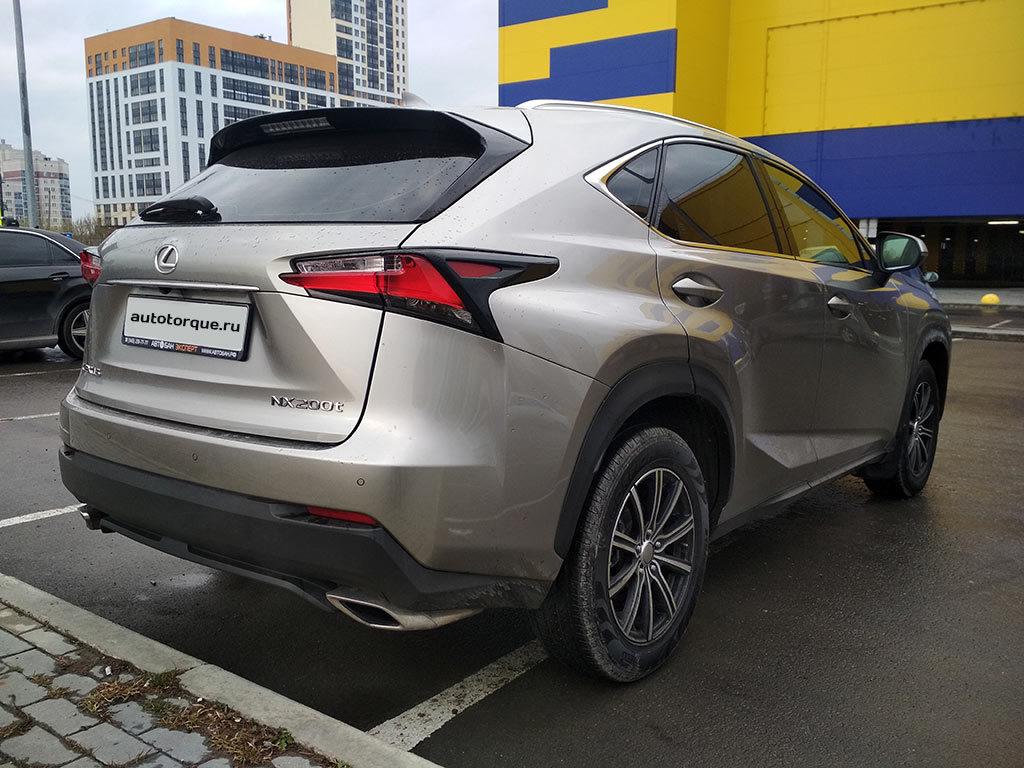 Lexus-NX-сзади-сбоку