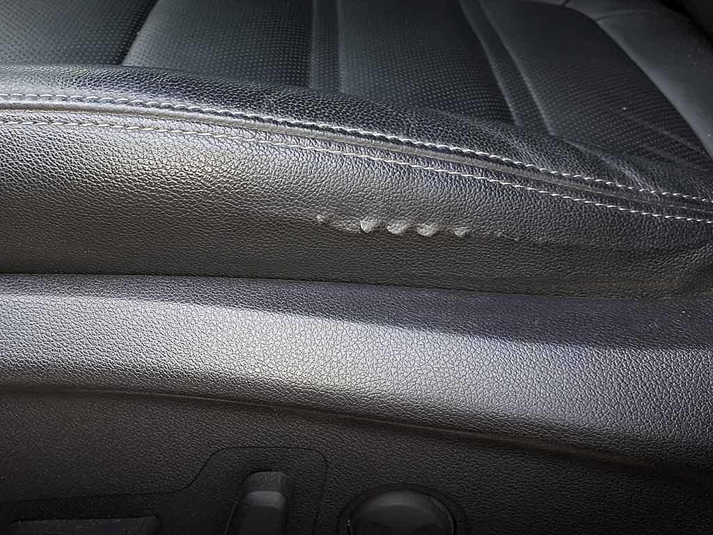 Kia-Sorento-3-Prime-износ-сиденья-лопнула-обивка